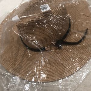 Sun hat with brown leather wraparound/ gold ring